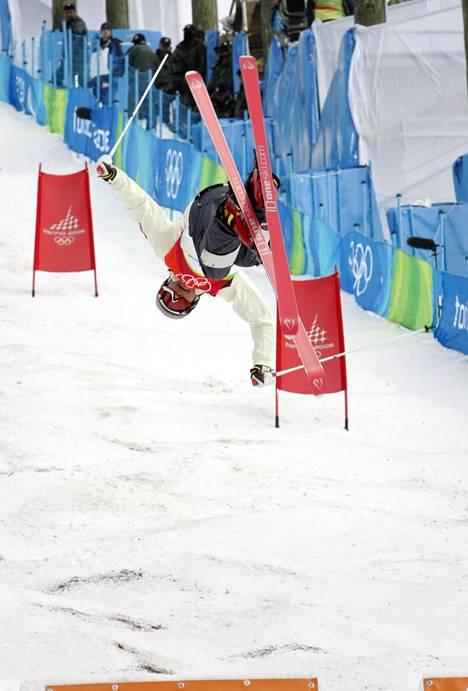 Lahtela kilpaili vielä Torinon olympialaisissa 2006, mutta siirtyi pian sen jälkeen valmennustöihin.