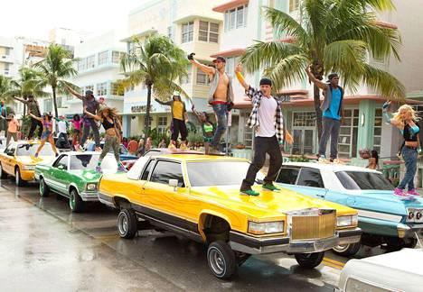 Tanssijalka vipattaa Miamissa.