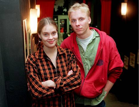 Tiina Lymi ja Eero Aho näyttelivät yhdessä KOM-teatterin Juoksuajassa vuonna 1996.