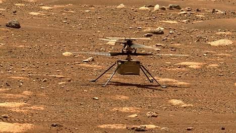 Ingenuity-helikopterissa on kaksi eri suuntaan pyörivää roottoria.
