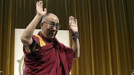 Dalai lama saapui luennoimaan Wienissä perjantaina.