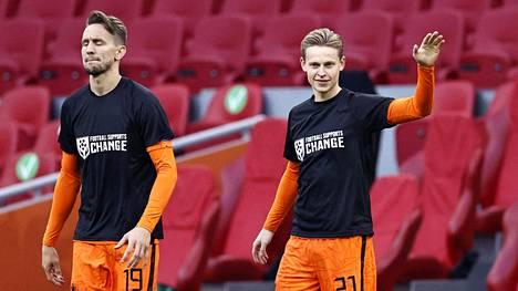 """Hollantilaisten paitoihin oli kirjattu sanat """"Football supports CHANGE"""" eli """"Jalkapallo tukee muutosta""""."""