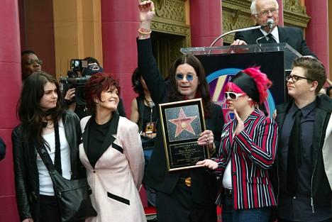 Aimee, Sharon, Ozzy, Kelly ja Jack Osbourne kuvattuna vuonna 2002.