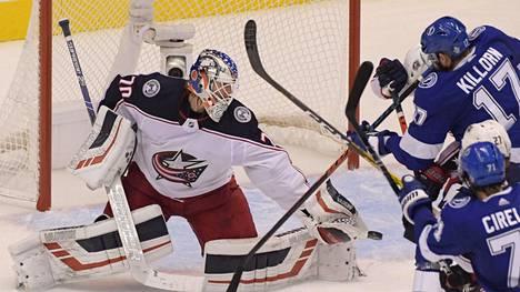 Joonas Korpisalolla riitti töitä, kun Columbus Blue Jackets ja Tampa Bay Lightning tahkosivat NHL:n pudotuspeleissä maratonottelun.