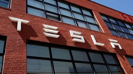 Teslan on pulitettava entiselle työntekijälleen suuret korvaukset rasismin takia.