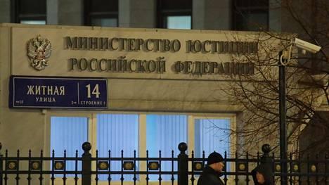 """Venäjän oikeusministeriö lisäsi lukuisia toimittajia """"ulkomaisten agenttien"""" listalle."""