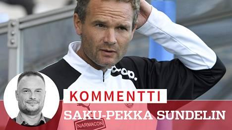 Jonathan Johansson mietteliäänä TPS:n Veikkausliiga-ottelussa HIFK:n vieraana.