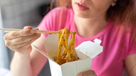 Ravitsemussuositusten mukainen ruokavalio ehkäisee kansantauteja. Monella on pielessä esimerkiksi suolan saanti.