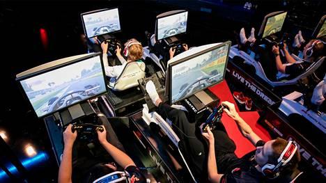Virtuaaliset formulakisat ovat nyt kovaa huutoa, varsinkin kun oikeat F1-kuskit ovat lähteneet mukaan kisaamaan.