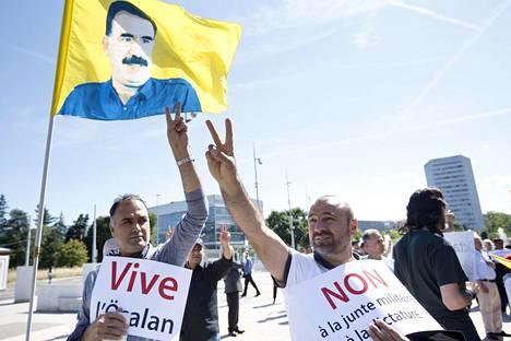 Kurdit osoittivat mieltään Turkin hallintoa vastaan YK:n Euroopan-päämajan edustalla Genevessä.