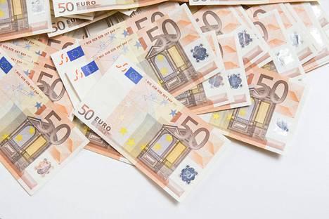 Taksiluvalla voi saada 4800 euron alennuksen autoverosta, kun ostaa uuden auton.