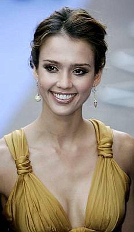 Jessica Alban muodoista pitävät myös monet muut kuin hän itse. Hänet on äänestetty useaan kertaan maailman seksikkäimpien naisten joukkoon.