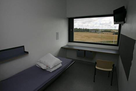 Turun vankilan sellit ovat 12 neliön kokoisia, ja tilaan sisältyy oma vessa ja suihku.