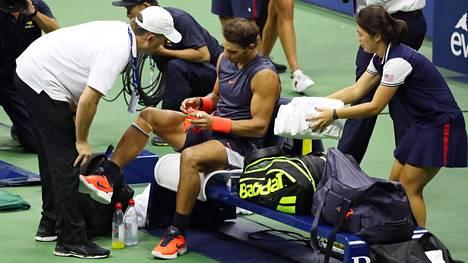 Välieräottelun dramaattinen päätös: Rafael Nadal joutui keskeyttämään