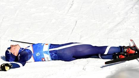 Yhdistelmäkisan jälkeen maalialueella pötkötti väsynyt suomalaistähti.
