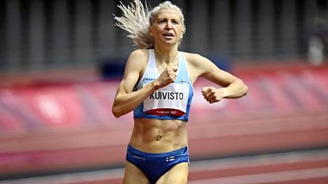 Sara Kuivisto juoksi 1500 metrin alkuerissä aamuyöllä Suomen aikaa.