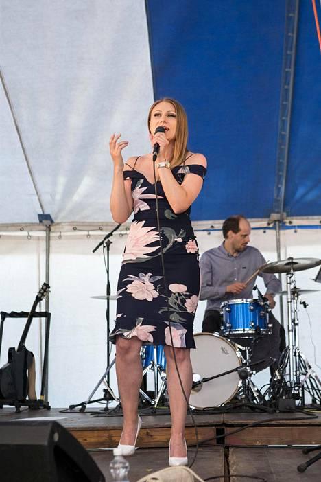 Idols oli Kristiinalle väylä, jonka kautta hän pääsi tutustumaan musiikkimaailmaan. Nykyään hän keskittyy hengelliseen musiikkiin täysin. Kuvassa laulaja esiintymässä kesäkuussa Järvenpään Puistoblues-tapahtumassa.