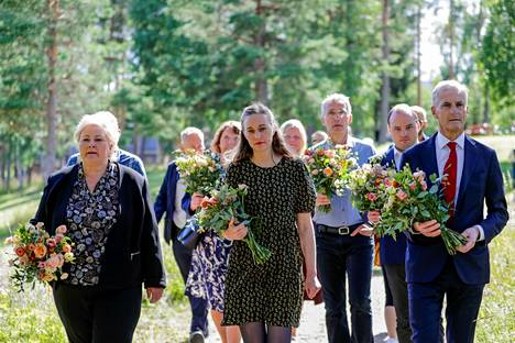 Ina Rangønes Libak osallistui Utöyan uhrien muistotapahtumaan viime kesänä. Hän on kuvassa toinen vasemmalta.