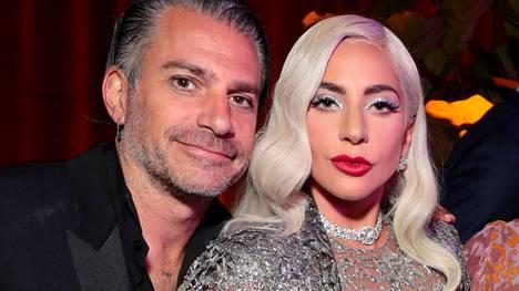 Lady Gaga ja Christian Carino poseerasivat A Star is Born -elokuvan ensi-illassa syyskuussa 2018.