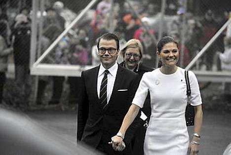 Kruununprinsessa Victoria ja prinssi Daniel menossa vierailulle Energon tutkimuskeskukseen Lahdessa.