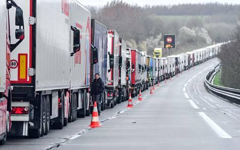 Ranskalaiset tullityöntekijät Iso-Britannian rajalla olivat lakossa maaliskuun alussa vaatiakseen palkankorotuksia ja osoittaakseen, mitä tapahtuu jos rajamuodollisuuksia on lisättävä brexitin jälkeen.