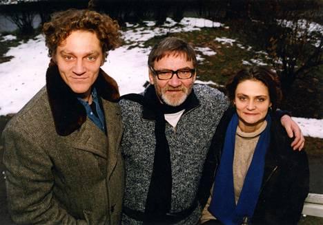 Jukka Virtanen (kesk.) yhdessä poikansa Ville Virtasen ja tyttärensä Riikka Virtasen keskellä vuonna 1995.