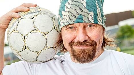 Kari Kanala on usein kertonut rakastavansa jalkapalloa.