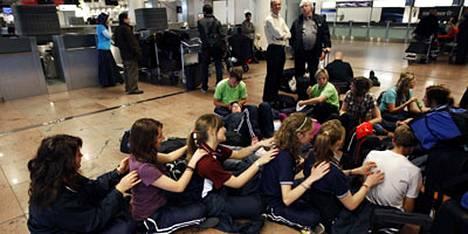 Belgian hallitus keskeytti lennonjohtajien lakon, joka sulki Belgian ilmatilan useiksi tunneiksi tiistaina.