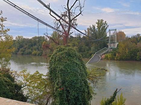 Romahtanut silta oli paikallisille tärkeä kulkureitti, joka ylittää Tarn-joen.