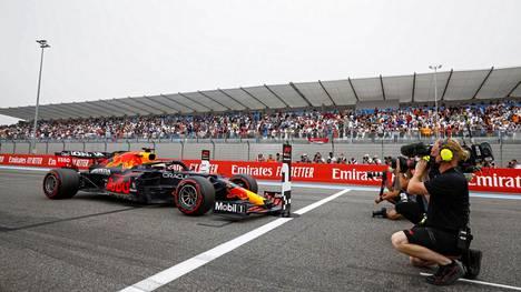 Max Verstappen juhli voittoa Paul Ricardin radalla.