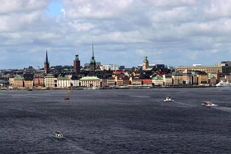 Myös Ruotsiin pääsee matkustamaan jos sattuu löytämään lento- tai laivayhteyden.