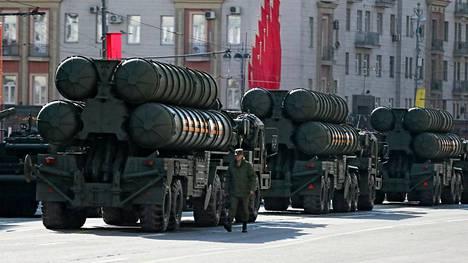 S-400-ohjuksia kuvattuna viime toukokuussa paraatissa Moskovassa.