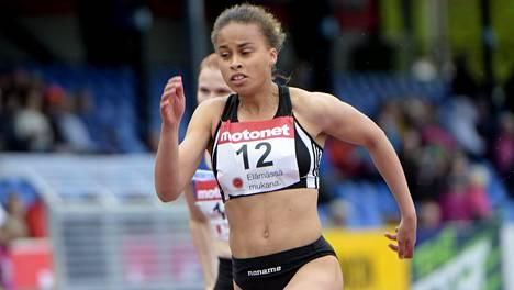 Sara Francis juoksee nuorten MM-kisoissa molemmilla pikamatkoilla.