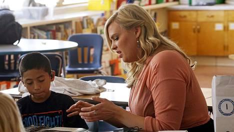 Kyle Schwartz työn touhussa luokkahuoneessa.