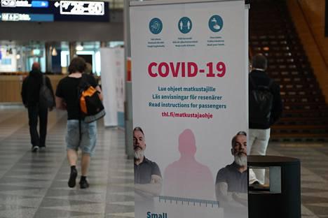 Koronavirus näkyy lentoaseman varotoimenpiteissä.