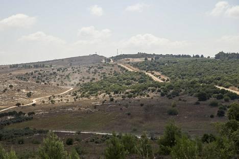 Libanonin ja Israelin raja on helppo tunnistaa, sillä Israel on kastelujärjestelmien vuoksi vihreä ja sen kasvusto on runsasta. Libanonin maa on kuivaa ja se kärsii eroosiosta.