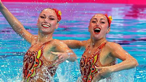 Taitouimari Anna Voloshina (vas.) on tituleerattu kansainvälisissä lehdissä Rion olympialaisten epäviralliseksi seksisymboliksi. Kuva toukokuulta 2016.