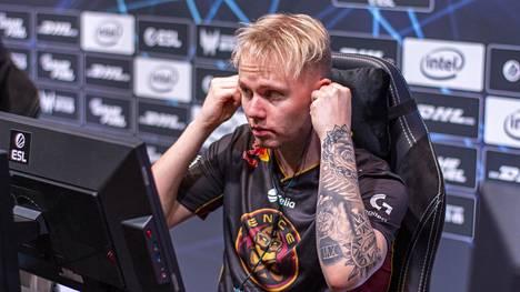 """Miikka """"suNny"""" Kemppi ja ENCE tarvitsevat Kiinassa vain yhden voiton edetäkseen pudotuspeleihin."""