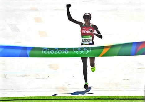 Jemima Jelagat Sumgong tuuletti olympiavoittajana.