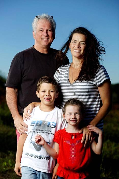 Kerriganin perheeseen kuuluvat aviomies Jerry Solomon ja lapset Nicole ja Brian. Vanhin poika Matthew ei ole kuvassa.