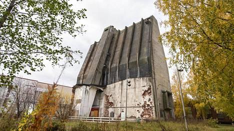 Alvarin siilo on osa Toppilan teollisuusalueen rakennuksia.