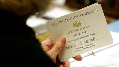 Penssylvanian valitsijamiehen Carolyn Bunny Welshin äänestyslipukkeessa luki odotetusti Donald Trumpin nimi.