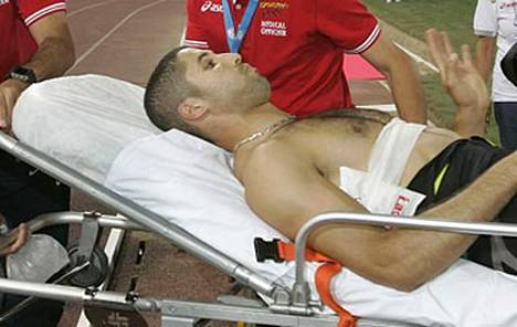 Ranskalainen pituushyppääjä Salim Sdirin syyttää Tero Pitkämäkeä ahneeksi, koska tämä ei keskeyttänyt kilpailemistaan Roomassa.
