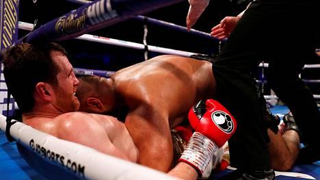 """Ammattinyrkkeilijä puri vastustajaansa kehässä: """"En halua taistella tuollaisen elukan kanssa"""""""