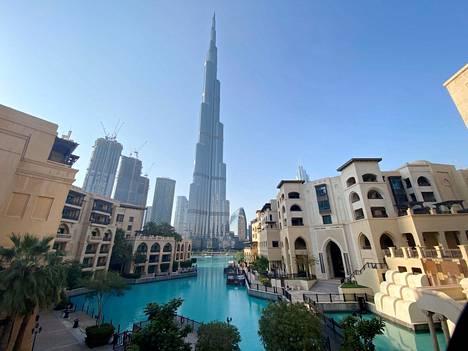 Arabiemiraattien asukkaista noin 90 prosenttia on muualta muuttaneita. Kuvassa Dubain ja koko maailman korkein rakennus Burj Khalifa.