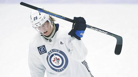 Patrik Laine on kuulunut koko NHL-uransa ajan sarjan kuumimpiin maalintekijöihin.