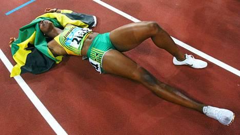 Shelly-Ann Fraser-Pryce yllätti varmaan itsensäkin voittaessaan Pekingissä ensimmäisenä karibialaisnaisena 100 metrin olympiakultaa.