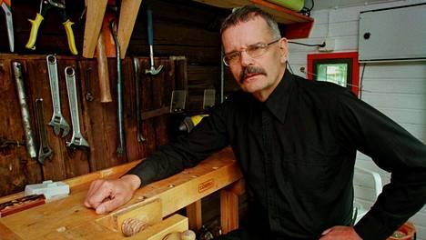 Runoilija Gösta Ågren kuvattuna vuonna 1996.