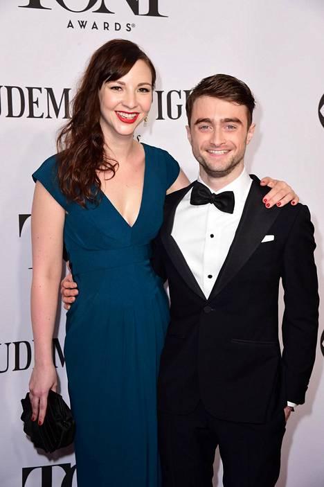 Radcliffe seurustelee näyttelijä Erin Draken kanssa.