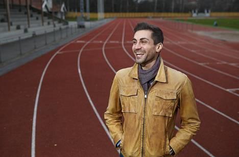 Sami Itani hymyili Helsingissä Eläintarhan kentällä SUL:n vastavalittuna puheenjohtajana syksyllä 2018.